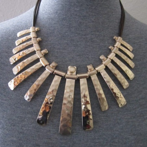 Amazing Gold or Silver Tone Hammered Metal Necklace Set