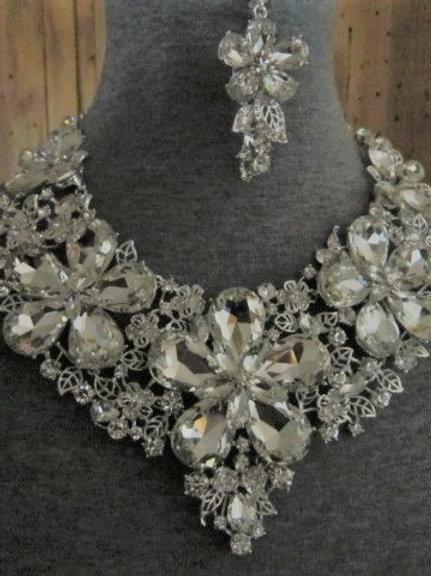 Floral glass necklace set