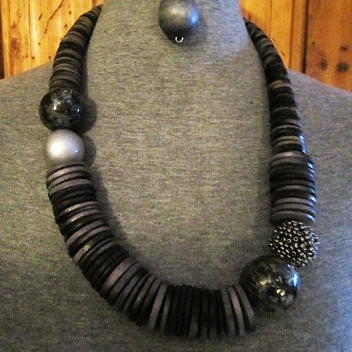 Attractive Wooden Discs & Over Sized Beads Necklace Set