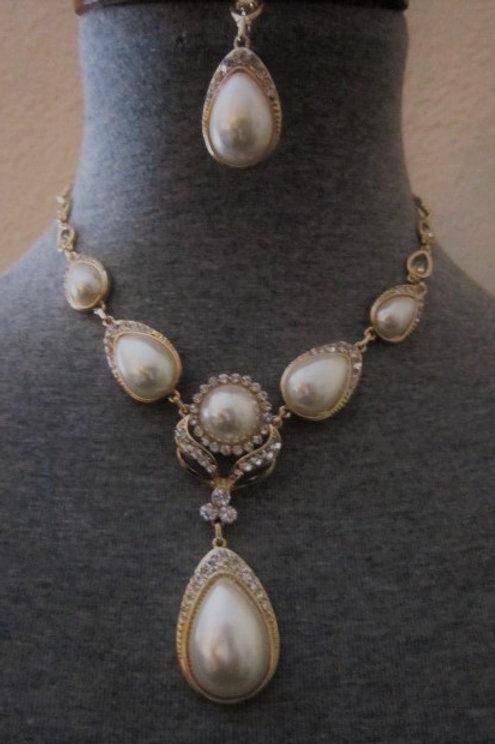 Elegant Faux Pearls & Rhinestones Necklace Set