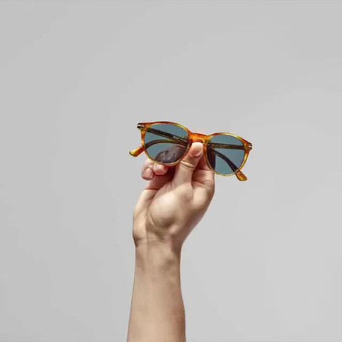 Eyewear_054 (_persol).mp4