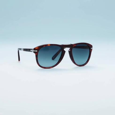 Eyewear_015 (_sunglasshut).mp4