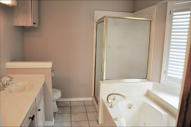 Bathroom 019.jpg
