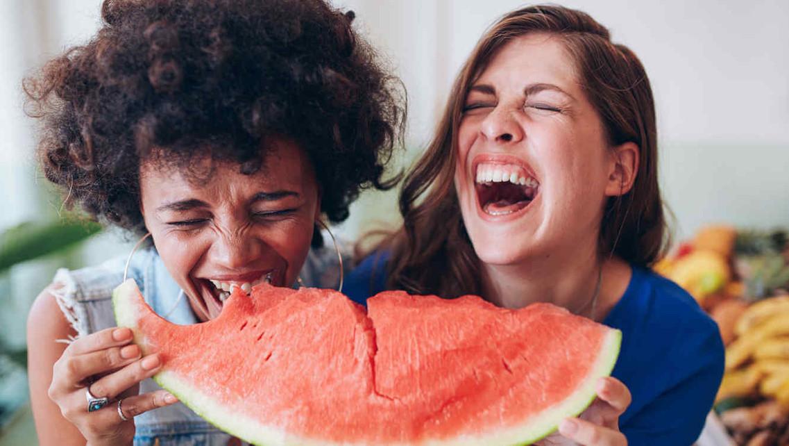 mujeress que rien.jpg