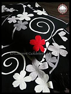 """Cushion style """"SWIRLS"""" - Col. Black - 45x45 - 100% Wool"""