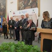 Premiazione di Ornella Fiorini, Furester, al PREMIO SALVA LA TUA LINGUA LOCALE (Ornella Fiorini e Daniela Raimondi)