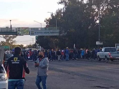 ⚠️ #AlMomentoVial ⚠️  Trabajadores del Poder Judicial DeMichoacan bloquean salida a Pátzcuaro