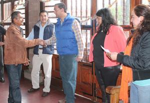Entrega de créditos por Gilberto Garza director de Desarrollo Económico