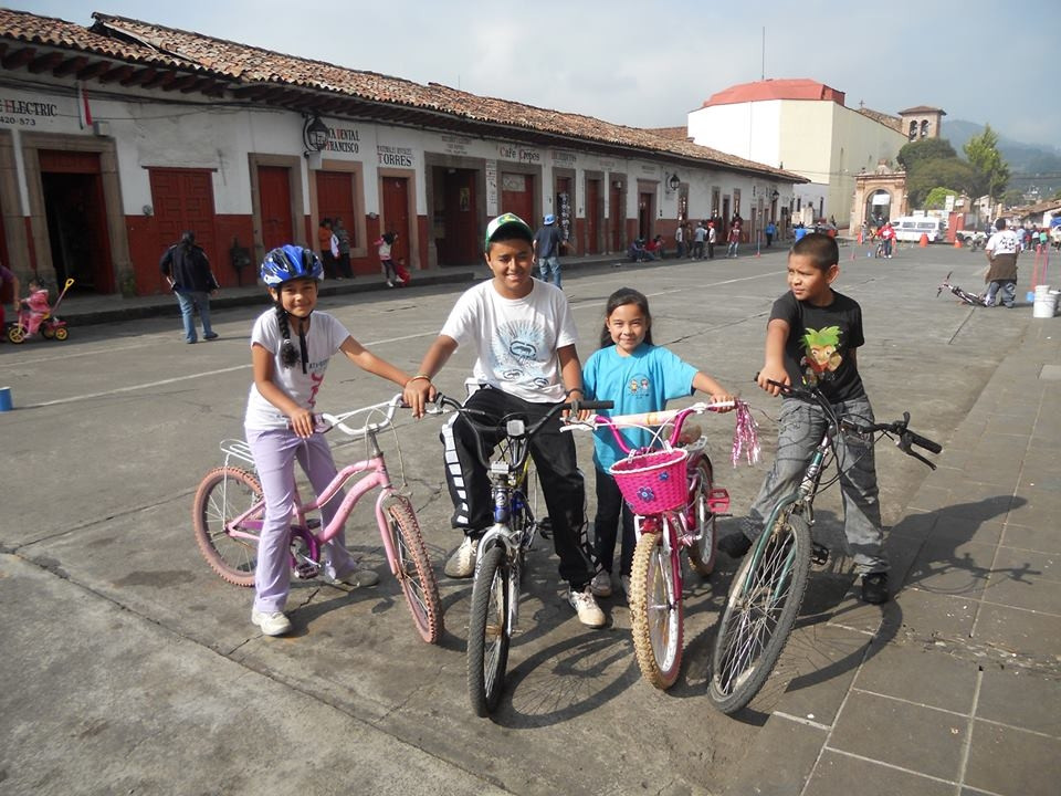 Niños_particpando_en_la_Vìa.JPG