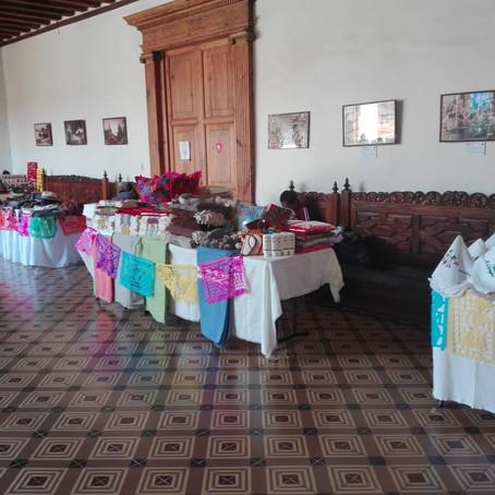 CON POCOS RESULTADOS, ARTESANOS VENDEN SUS PIEZAS EN EL PALACIO MUNICIPAL DE PÁTZCUARO