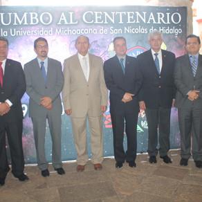 AUTORIDADES DE LA UMSNH Y MUNICIPALES  DEPOSITAN OFRENDA EN  EL MUSEO DE PÁTZCUARO