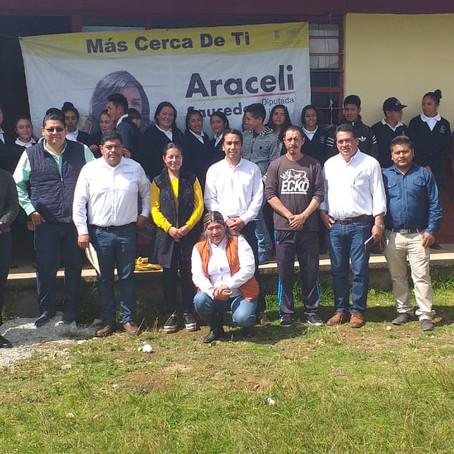 Entrega Araceli Saucedo equipo de cómputo en el Distrito de Pátzcuaro