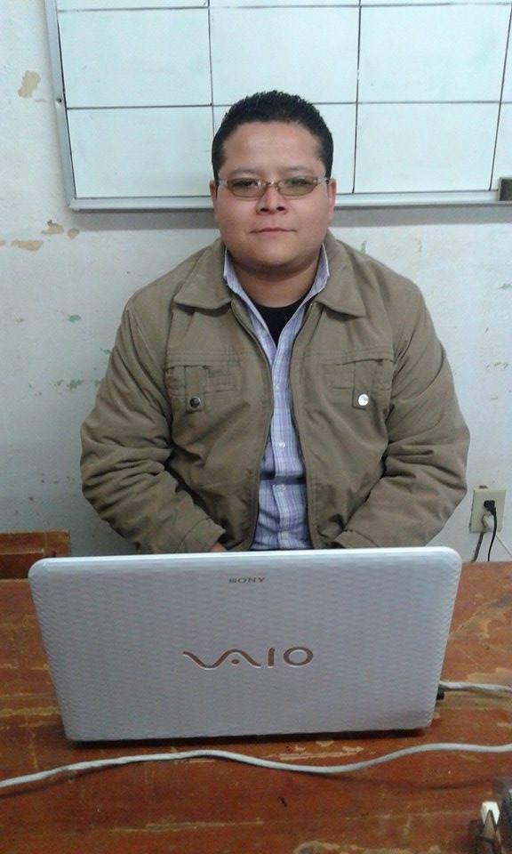Ernesto_Alva_Pérez_auxiliar_en_la_dirección_de_educacion..jpg