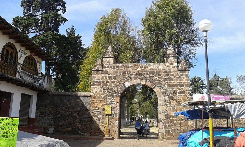Entrada iglesia de Tzintzuntzan