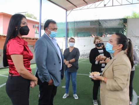 Visitan Grisel Tello y Julio Arreola estancias de niños y adultos mayores de Pátzcuaro
