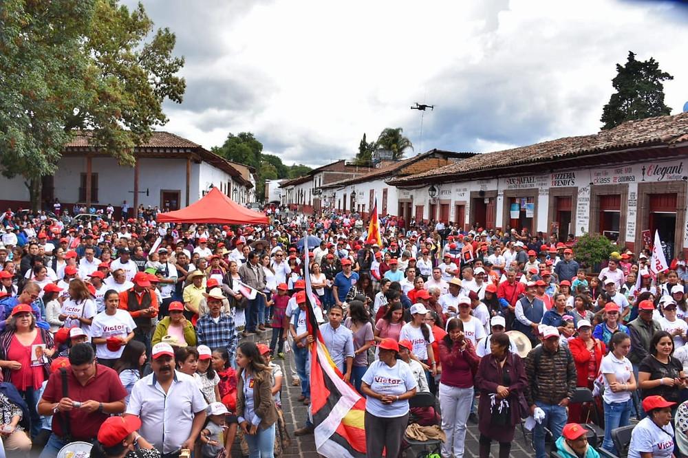 Mitín en Pátzcuaro Víctor Báez