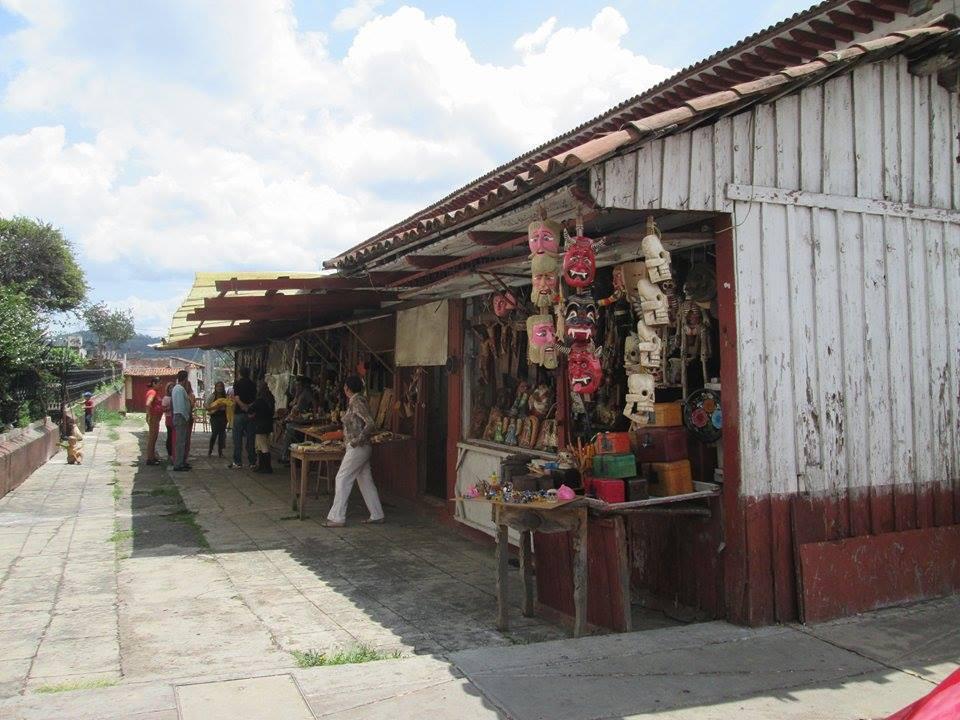 Locatarios de la calle títere, Pátzcuaro