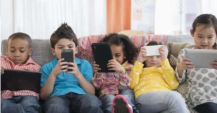 Alertan por daño visual en menores por uso exagerado de celular