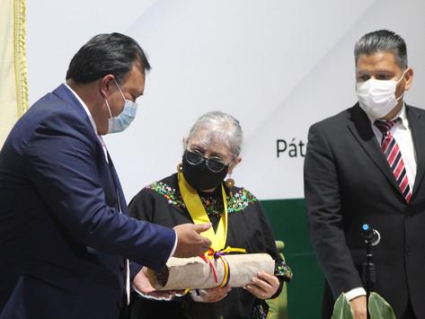 ENTREGAN PRESEA VASCO DE QUIROGA AL DR. JERZY RZEDOWSKI EN PÁTZCUARO