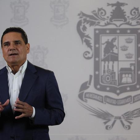 Aumenta Silvano Aureoles 60% el sueldo a médicos y enfermeras