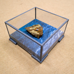 Urna con papel y cristal conservación