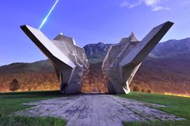 Tjentiste Monument Meteor, Bosnia.jpg