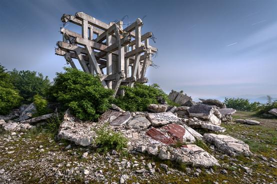 Titos Fist Monument, Makljen, Bosnia.jpg