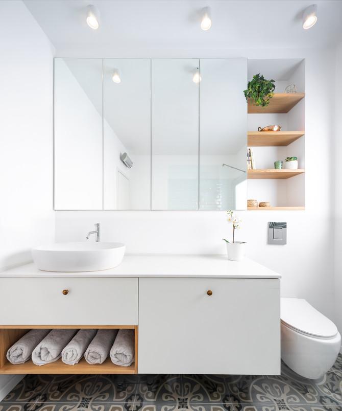 לחיות עם ולהרגיש בלי: כך תשלבו אחסון חכם בחדרי הרחצה - בלי לוותר על העיצוב