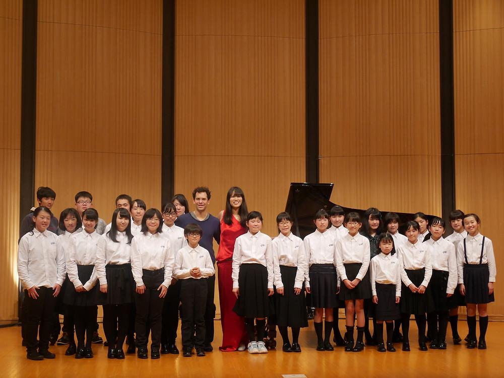 コンサート後、ルイスさん、菊池さんと相馬子どもオーケストラでの一枚