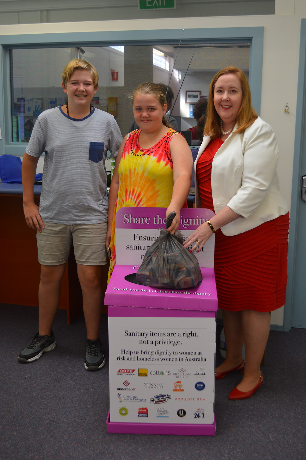 Rutherford Technology High Students, Anthony and Lori Twaddell with Member for Maitland Jenny Aitchison MP