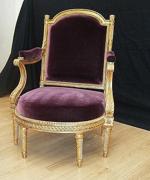 Mobilier de Style | Charlotte et Claire | Tapissier d'ameublement Nimes | Fauteuil Louis XVI bois doré | Garniture à l'ancienne en crin végétal sur châssis | Tissuvelours de soie