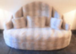 Mobilier Moderne et Contemporain | Charlotte et Claire | Tapissier d'ameublement Nimes | Canapé contemporain 3 places 02 | Garniture moderne | Tissu tendu | Faux coussin mousse | Fourrure synthétique