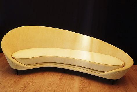 Mobilier Moderne et Contemporain | Charlotte et Claire | Tapissier d'ameublement Nimes | Canapé 4 places | Garniture moderne| Coussin mousse | Finition passepoil | Tissu velours