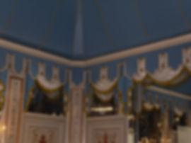 Rideaux Décors | Charlotte et Claire | Tapissier d'ameublement Nimes | Louvres - Salle Artois l Festons et chutes02 | Finition frange | Lambrequin | Finition galon cartisane et pompon | Tissu non feu