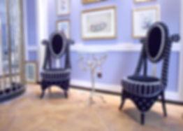 Mobilier Moderne et Contemporain | Charlotte et Claire | Tapissier d'ameublement Nimes | Chaise | Garniture moderne | Finition câblé boutonnée et pompons | Passementerie blanche | Tissu velours noir