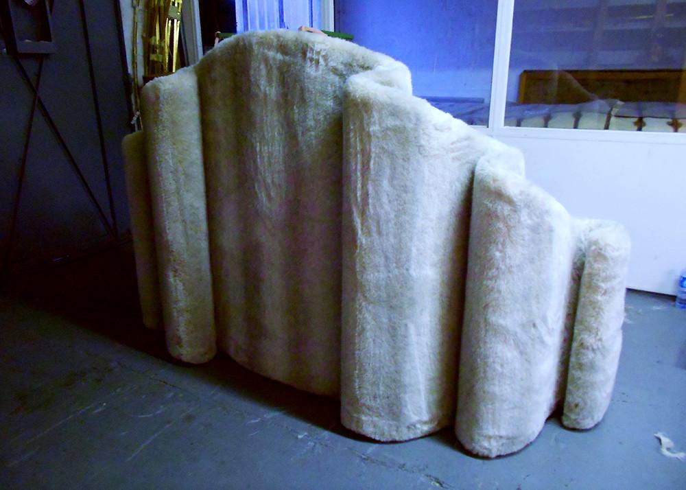 Mobilier Moderne et Contemporain   Charlotte et Claire   Tapissier d'ameublement Nimes   Canapé contemporain 3 places 02   Garniture moderne   Tissu tendu   Faux coussin mousse   Fourrure synthétique 02