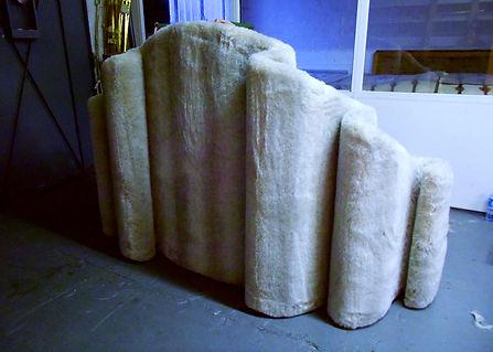 Mobilier Moderne et Contemporain   Charlotte et Claire   Tapissier d'ameublement Nimes   Canapé contemporain 3 places   Garniture moderne   Tissu tendu   Faux coussin mousse   Fourrure synthétique