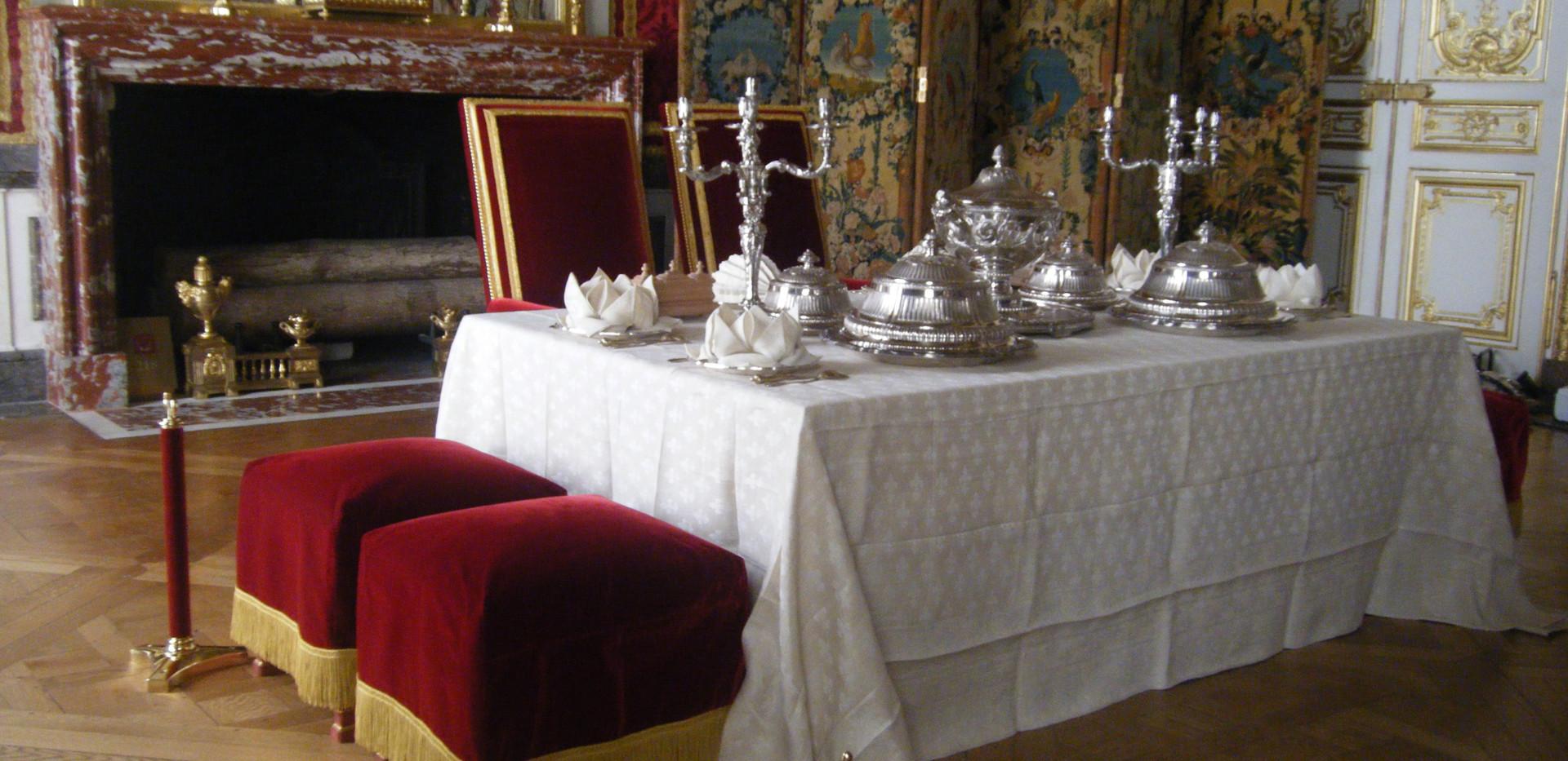 Mobilier de Style | Charlotte et Claire | Tapissier décorateur Nîmes | Chateau de Versailles | Tabourets