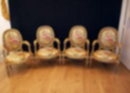 Mobilier de Style | Charlotte et Claire | Tapissier d'ameublement Nimes | Ensemble Louis XVI 02 Garniture à l'ancienne  Coussin en plumes  Tissu tendu  Tissulampas de soie
