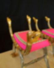 Mobilier de Style | Charlotte et Claire | Tapissier d'ameublement Nimes | Tabouret ployant bois doré| Epoque XVIIIème Italie | Garniture à l'ancienne en crin végétal| Finition invisible | Passepoil et galon doré coususmain | Tissutaffetas de soie