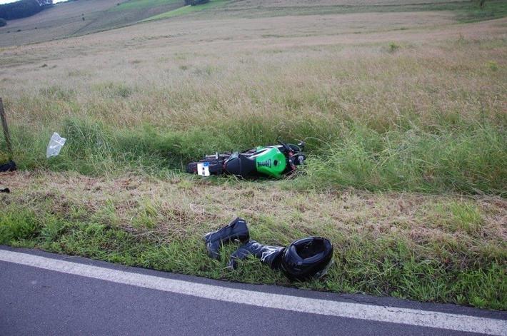 Verunfalltes Motorrad im Weidezaun