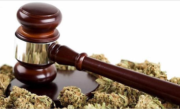 gavel-marijuana2.jpg