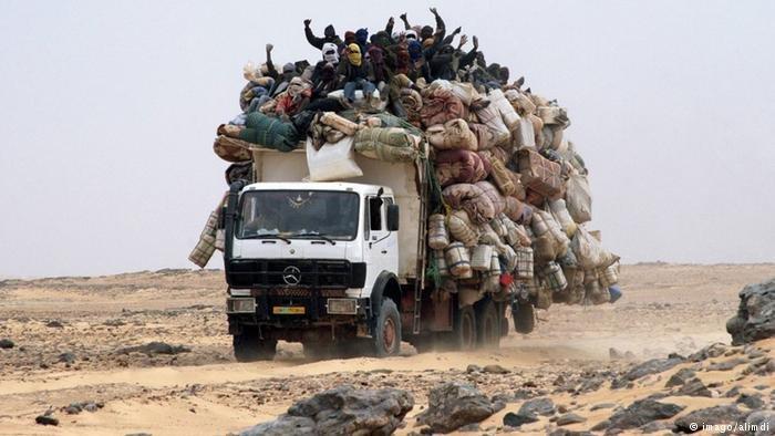 Milices traversant le désert.