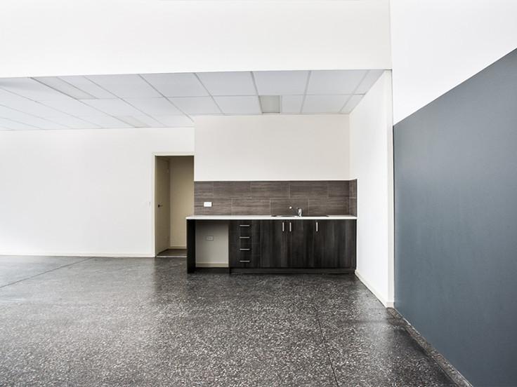 55 Willandra - Kitchen