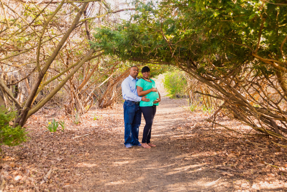annapolis maryland photographer   a downs park maternity session   rebecca