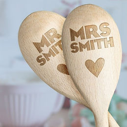 personalised mr and mrs spoons, personalised wedding cooking gifts, personalised wedding kitchen gifts, personalised mr and mrs cooking gifts, engraved wedding kitchen gifts, engraved chopping boards for wedding, engraved kitchen wedding gifts, home baking