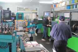 עובדי אולם המכשירים