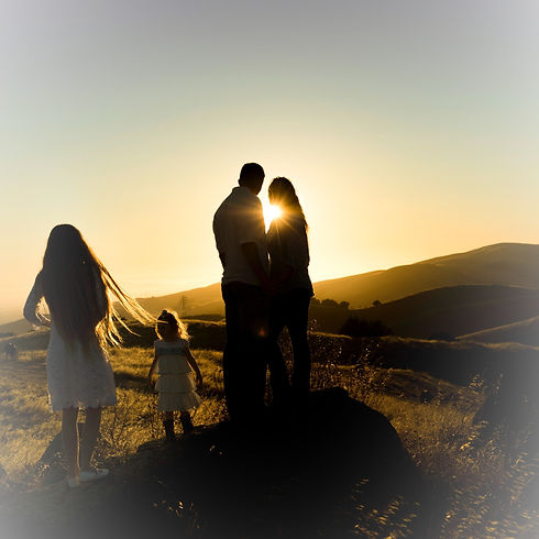 Family%20silhouette%20at%20sunset_edited