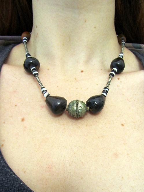Collana perline grandi nere con pendente d'argento