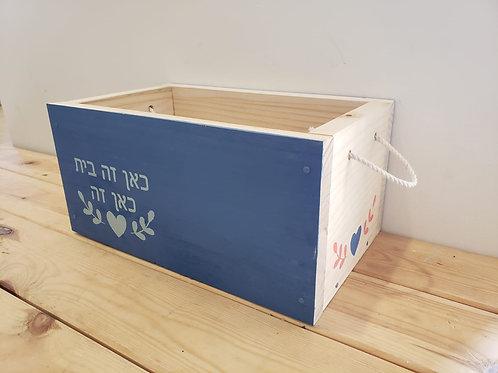 קופסא מעוצבת עם ידיות חבל